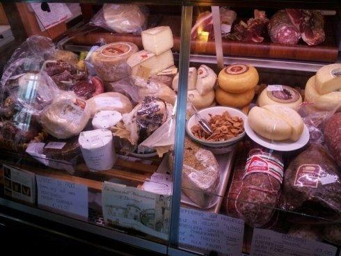 formaggi freschi, salumi di qualità, alimentari