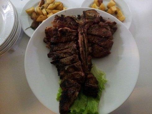 tagliata, bistecca razza Chianina IGP, carne alla brace