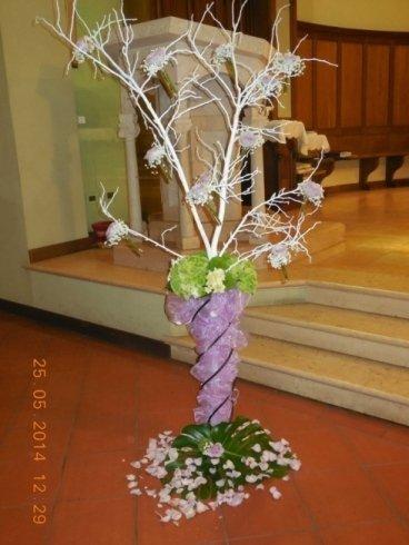albero della vita con ampolle in vetro