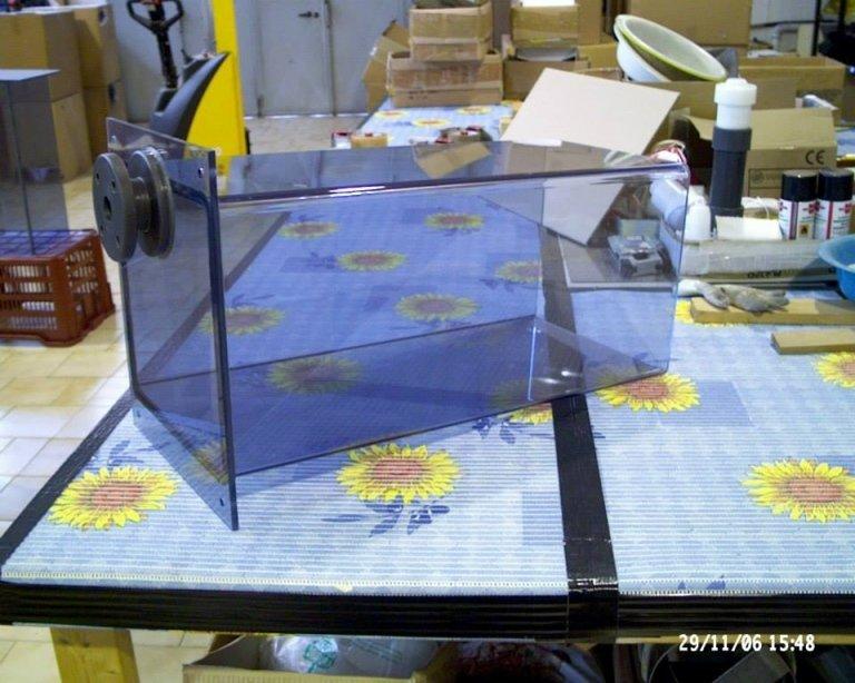 produzione di contenitori in plastica