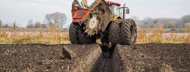 Mezzo agricolo all'opera
