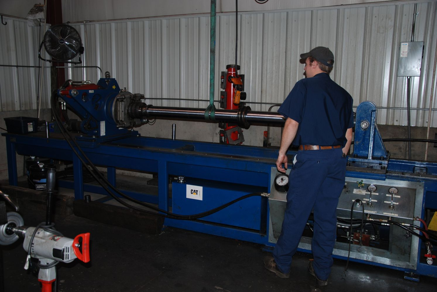 Nut buster for hydraulic cylinders
