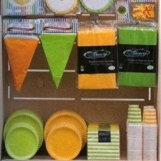 piatti e bicchieri arancio e verde