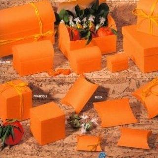 scatole di cartone arancio