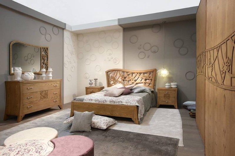 Camera da letto in legno con originale progettazione, design moderno di circulos nella parete dove si combinano grigio e bianco