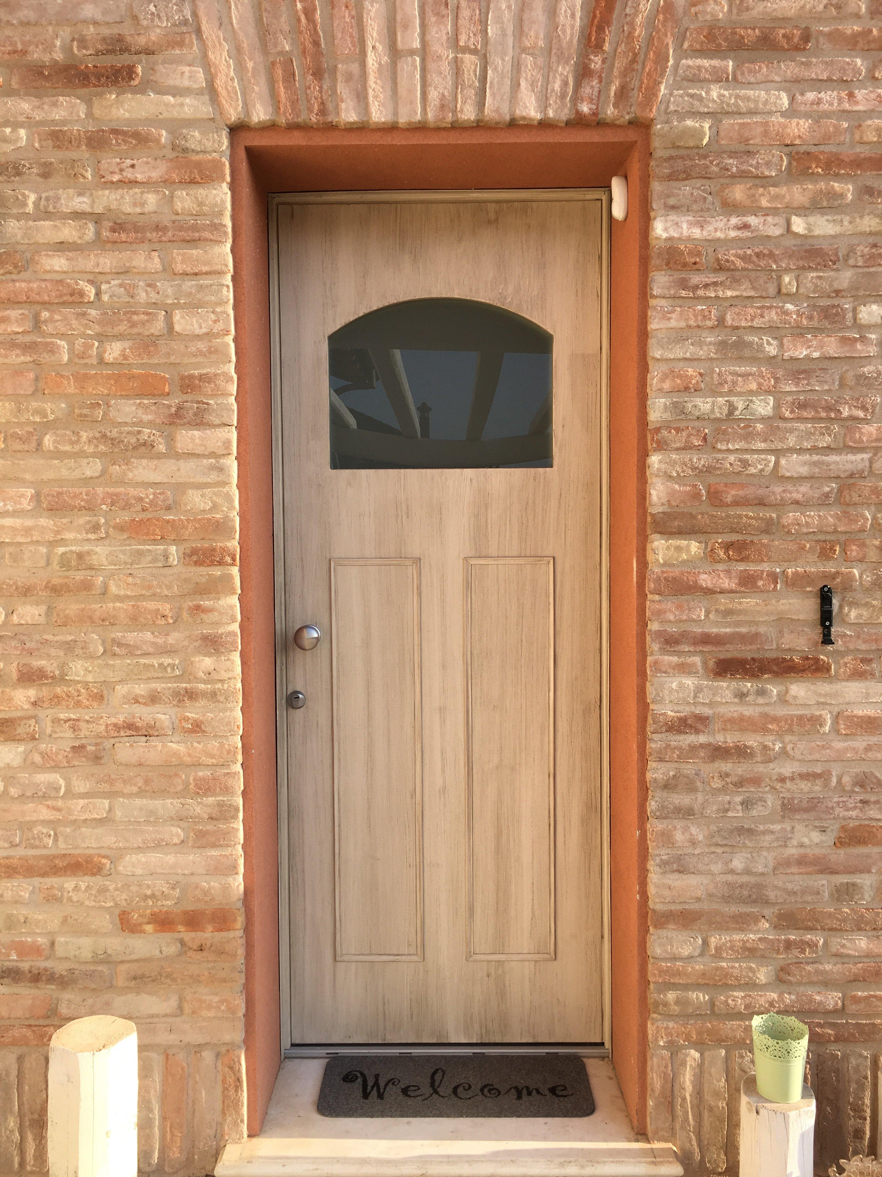 Porta esterna marrone chiaro