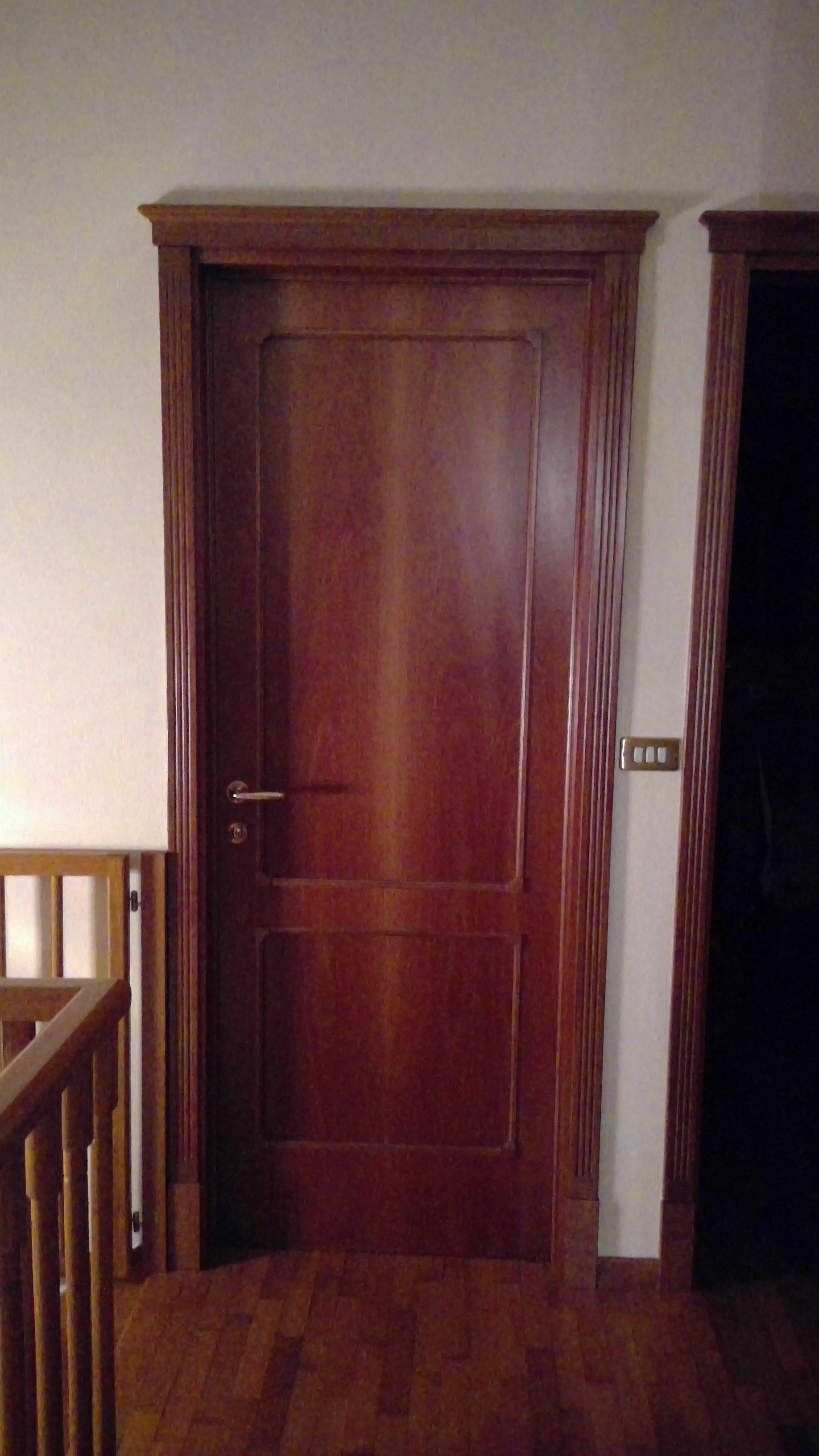 Porta interna in legno marrone