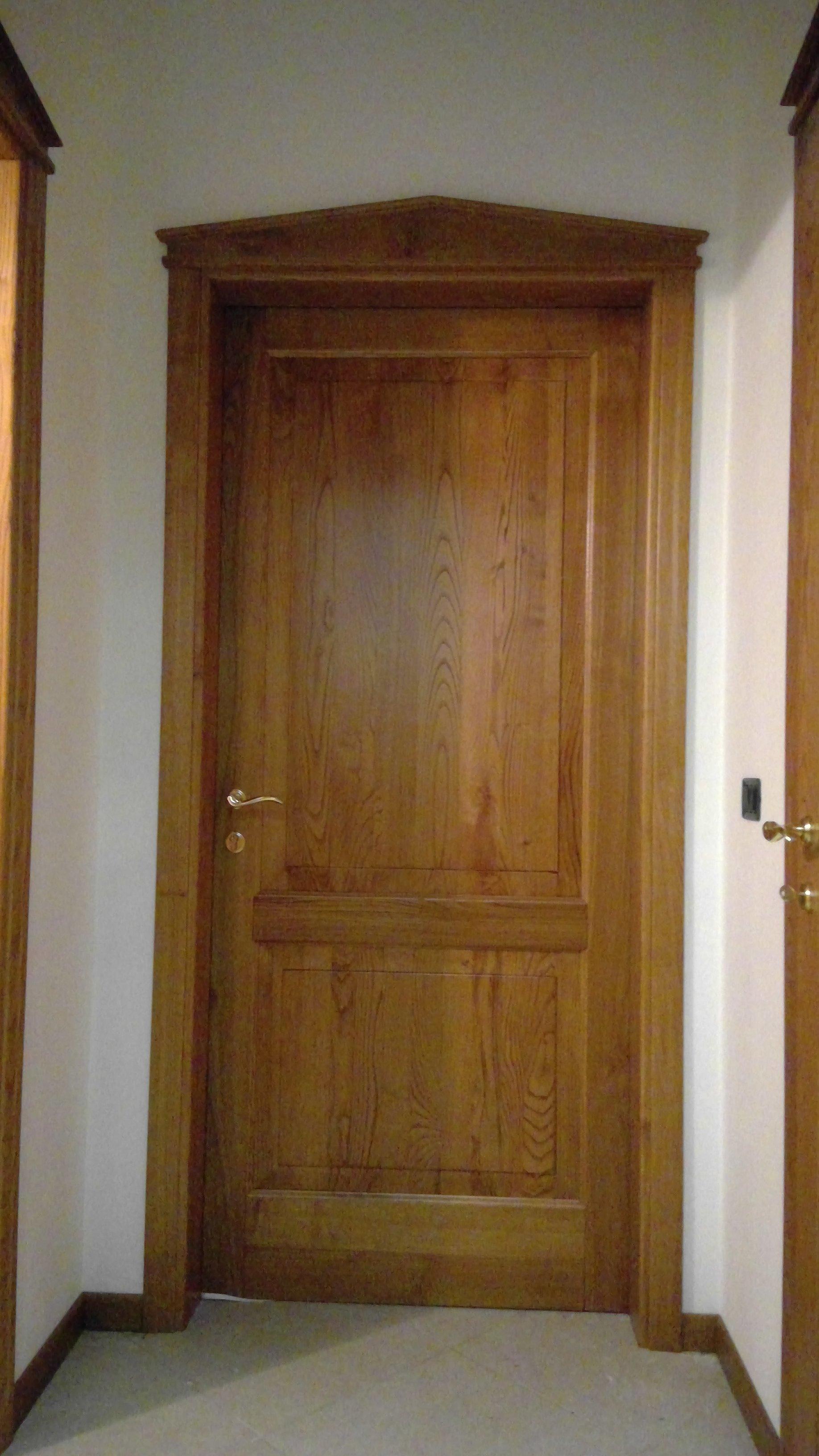 Porta interna in legno chiaro