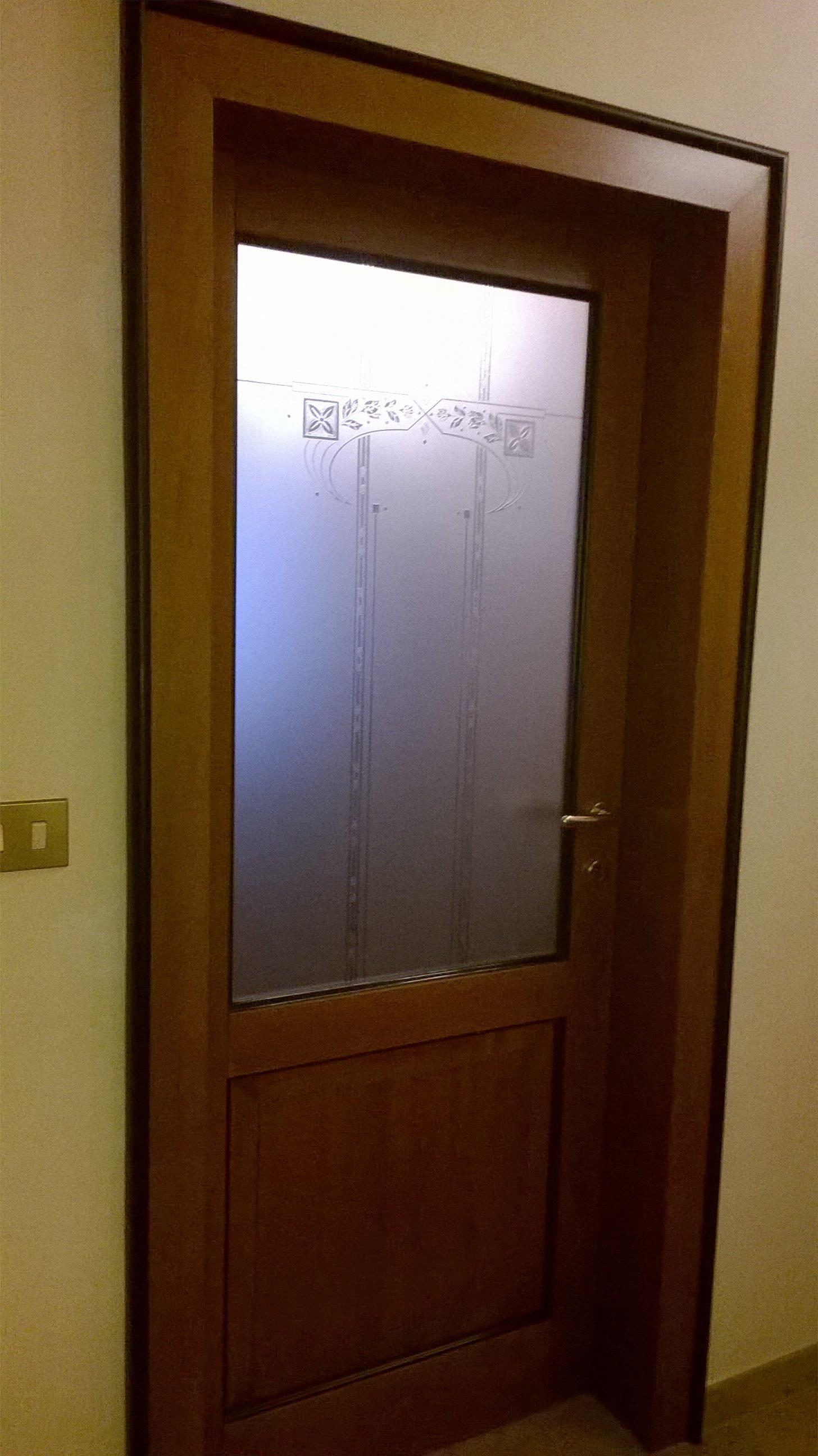 Porta interna in legno con vetro