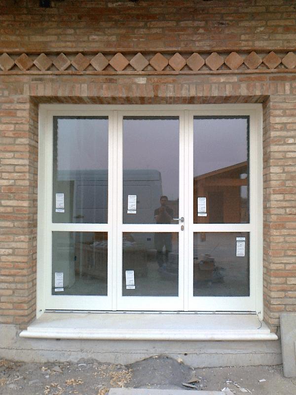Porta a vetri esterna bianca