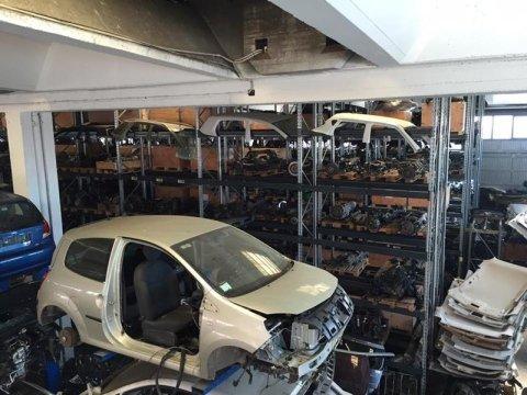 Servizi demolizione auto