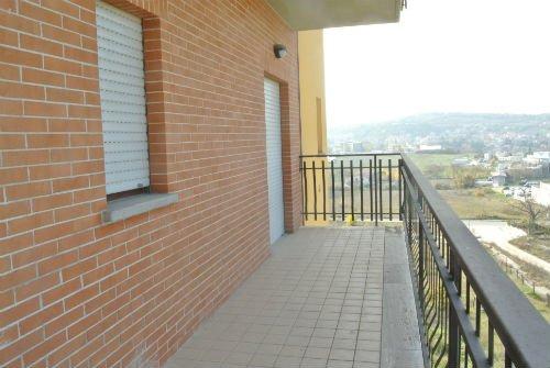 un balcone di un condominio