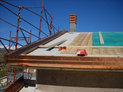 un tetto in ristrutturazione