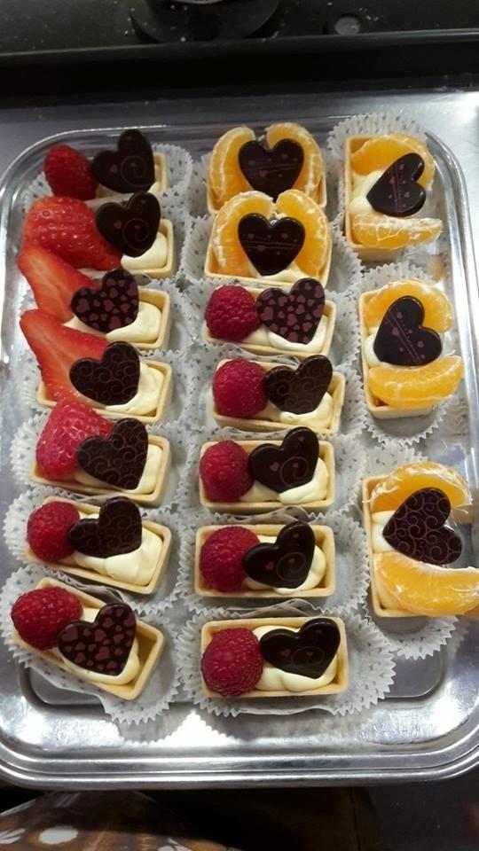 Pasticcini con frutta fresca