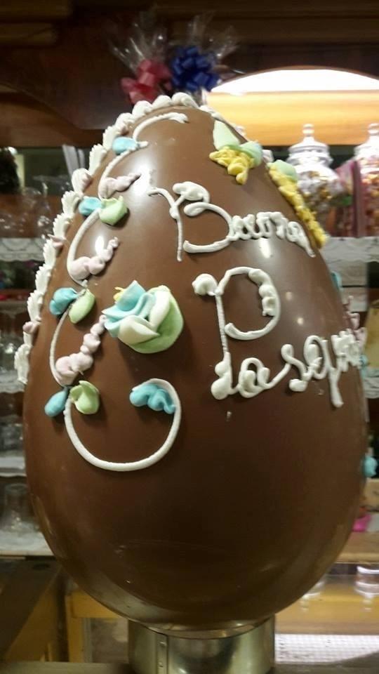 Uova di Pasqua al cioccolato latte e fondente
