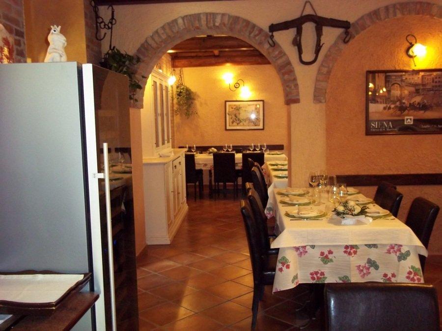 sala del ristorante con i portici