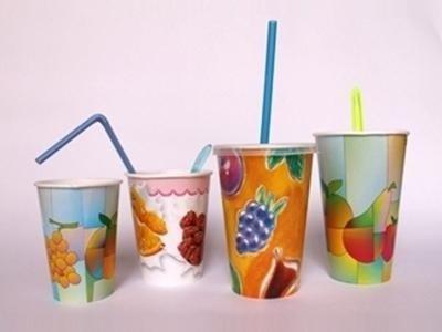 Bicchieri in carta con coperchi
