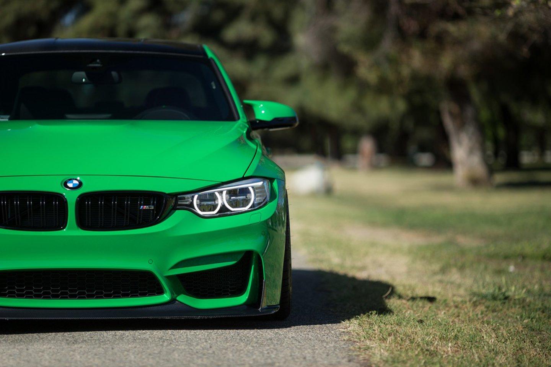 macchina verde BMW