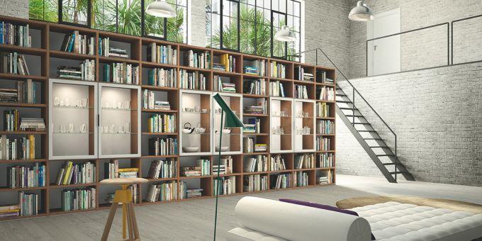 una libreria grande in legno