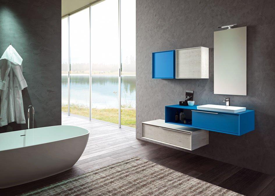 un bagno con una vasca di color bianco e sulla destra un lavabo