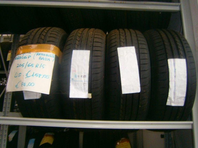 gomme nuove goodyear duragrip (rumorosità bassa) 205/65R15