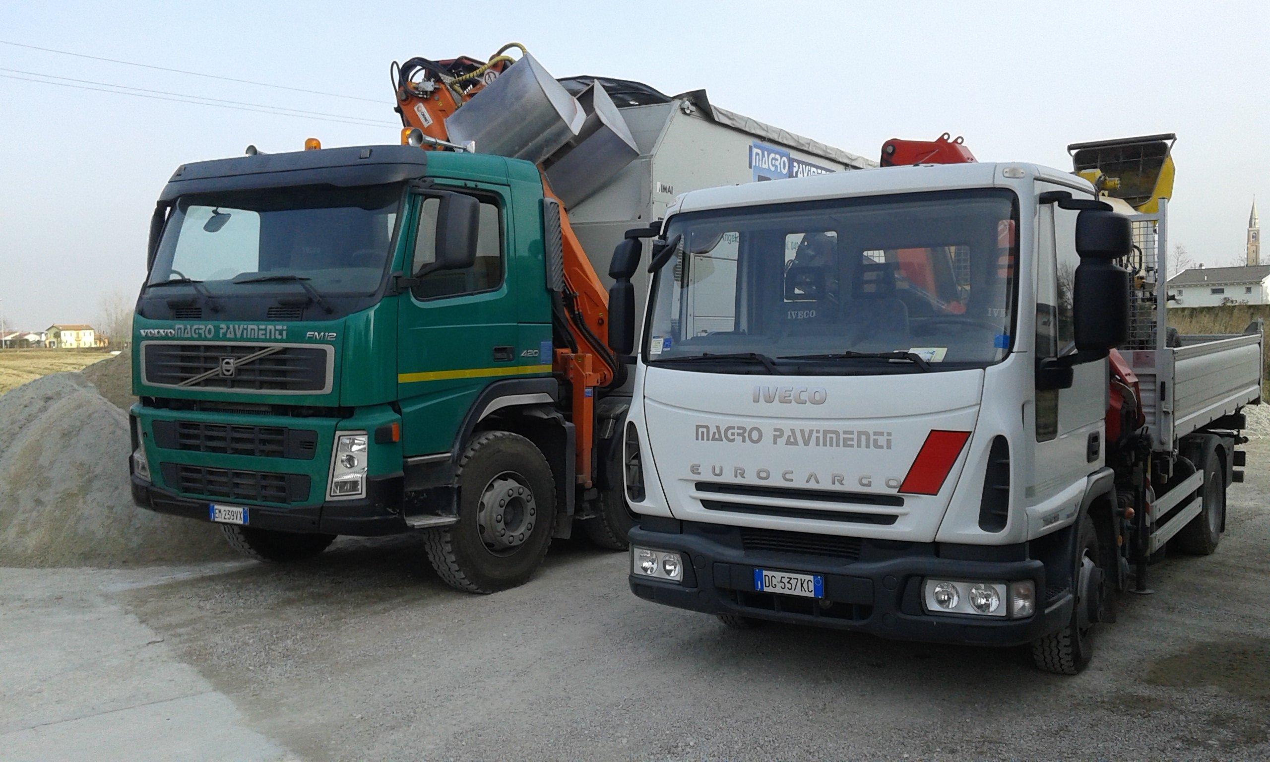 due camion con vista frontale
