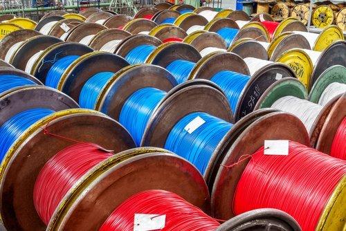 assortimento di bobine con fili elettrici