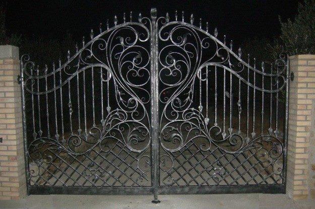 cancello esterno in ferro battuto