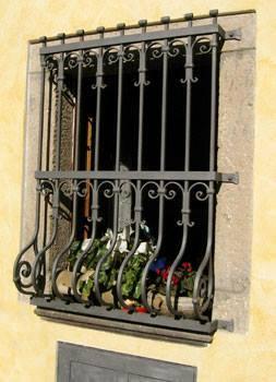 Inferriate e porte inferriate di pregio in Toscana