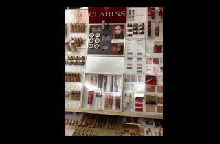 Make up a marchio Clarins.