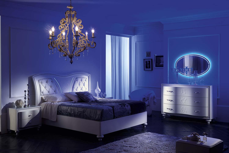 ,letto moderno in una stanza con luce soffusa