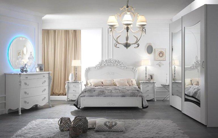 vista frontale letto testata bianca e arredamento tradizionale