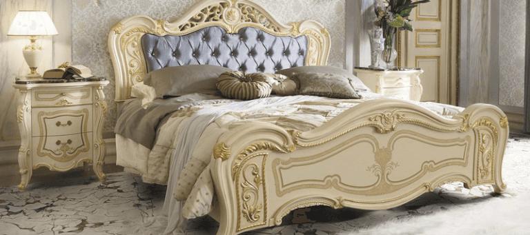 letto classico per una camera tradizionale