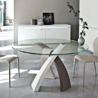 tavolino in legno cong gambe del tavolo bianche e marroni