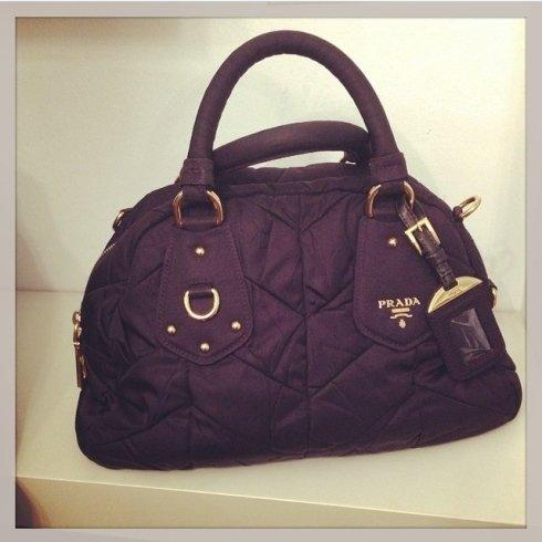 borsa viola di Prada