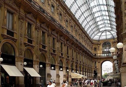 la Galleria Vittorio Emanuele II con NCC TAXI MILANO