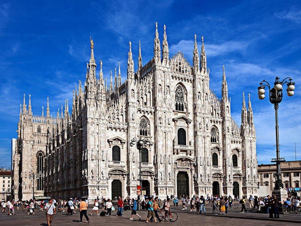 il Duomo di Milano con NCC TAXI MILANO