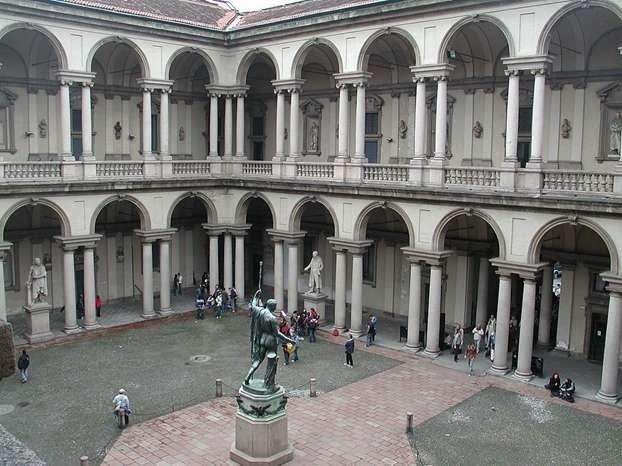 la Pinacoteca di Brera con NCC TAXI MILANO