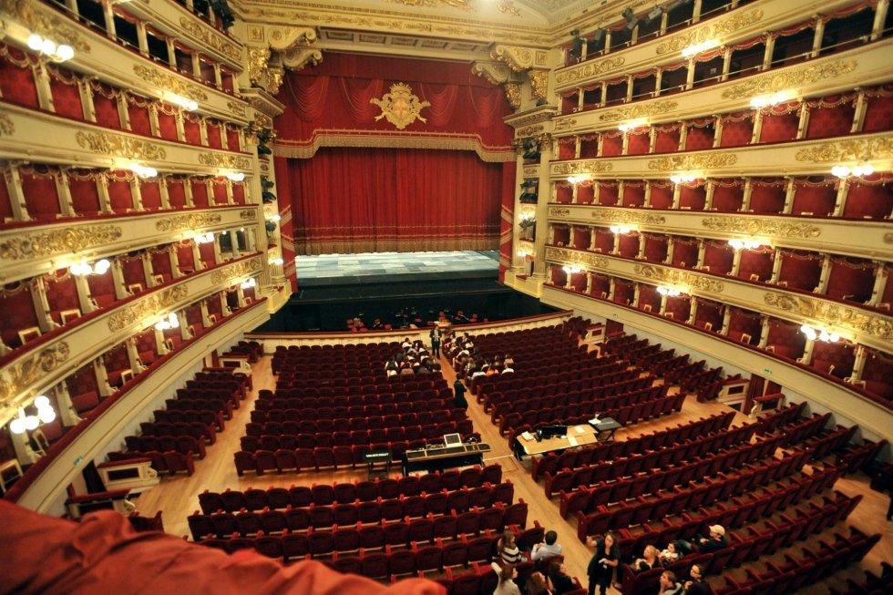 Teatro alla Scala di Milano interno con NCC TAXI MILANO