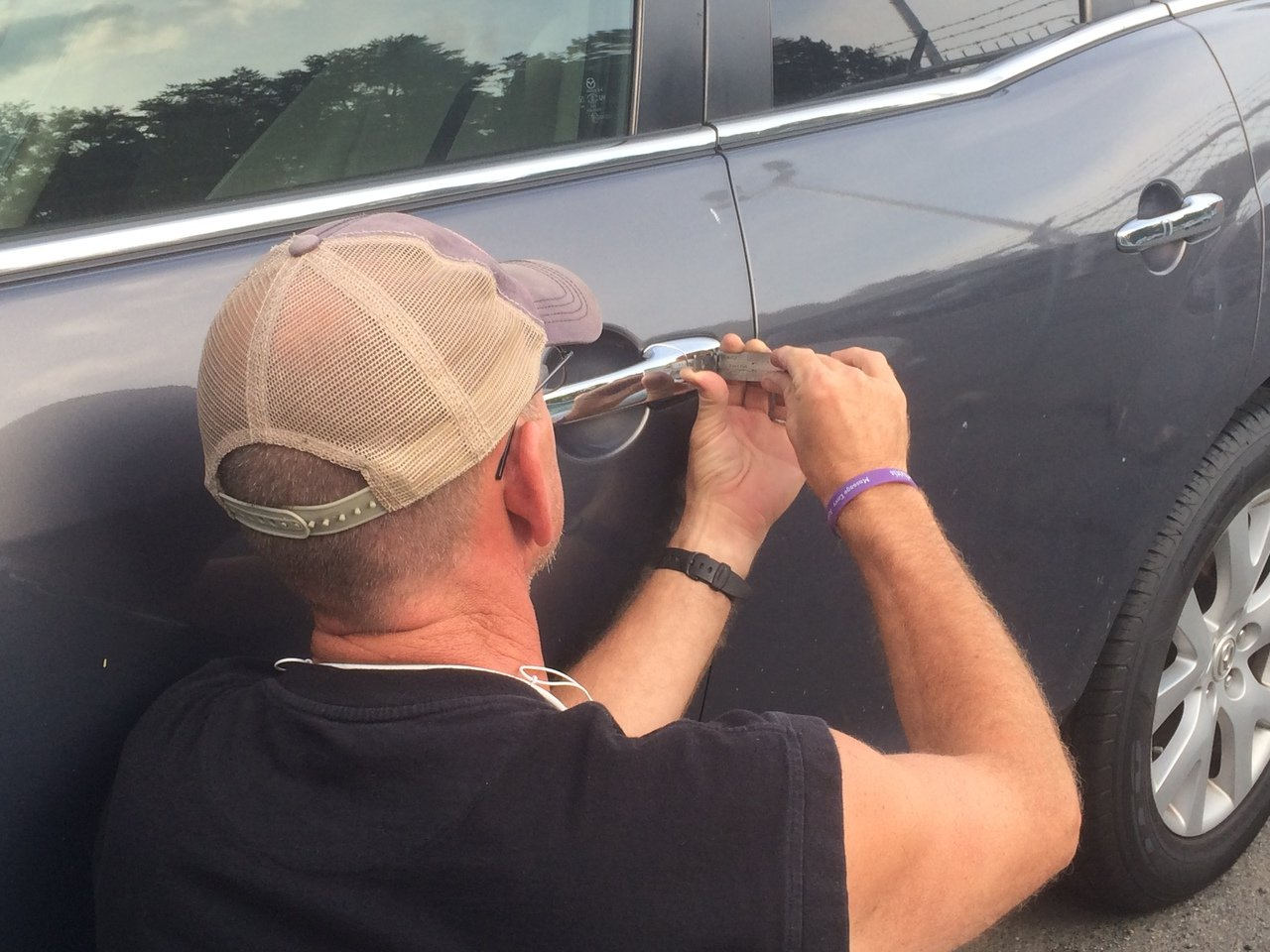 Locksmith in NC rekeying car door