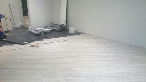 materiale sul pavimento