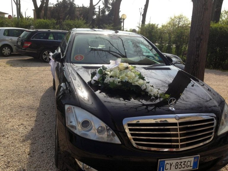 macchina con fiori
