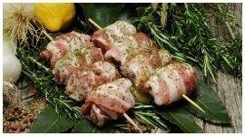 quaglie, spiedini di carne, preparazioni da macelleria