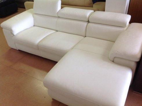 divano bianco pelle ad angolo Nicoletti 167x154 cm: 2400 euro