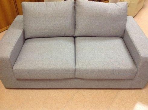 divano 2 posti grigio 170 cm: 640 euro