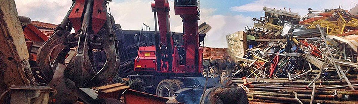 La gru in azione di muovere i rottami, Autorizzazioni, Moncalieri