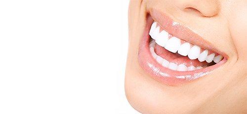 donna con i denti sani