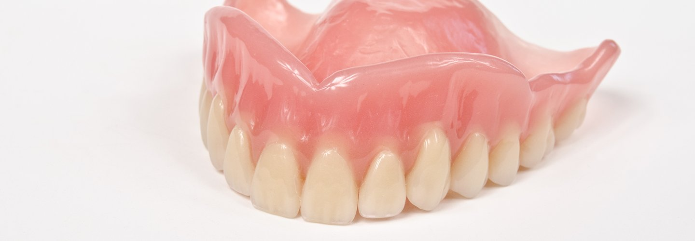 protesi dentali fissa o mobile