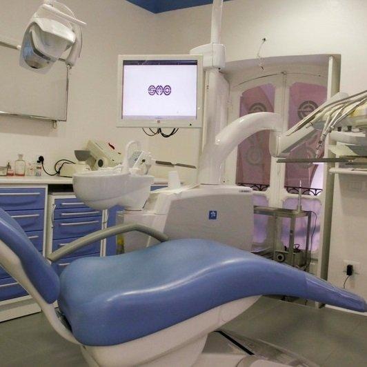Sedia blu di uno Studio dentistico
