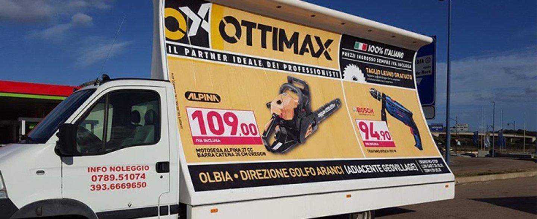 Noleggio camion vela con insegna scritta Ottimax